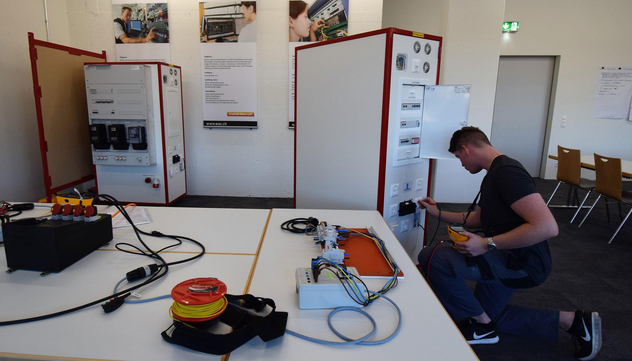 EAZ > Erstprüfung Montage-Elektriker